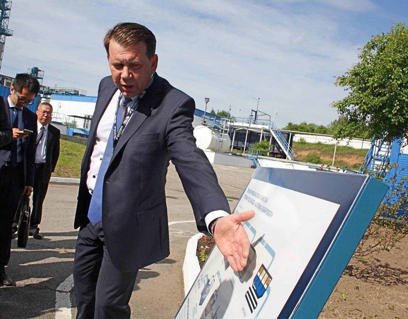 Директор филиала Александр Вершинин рассказал гостям о работе очистных сооружений
